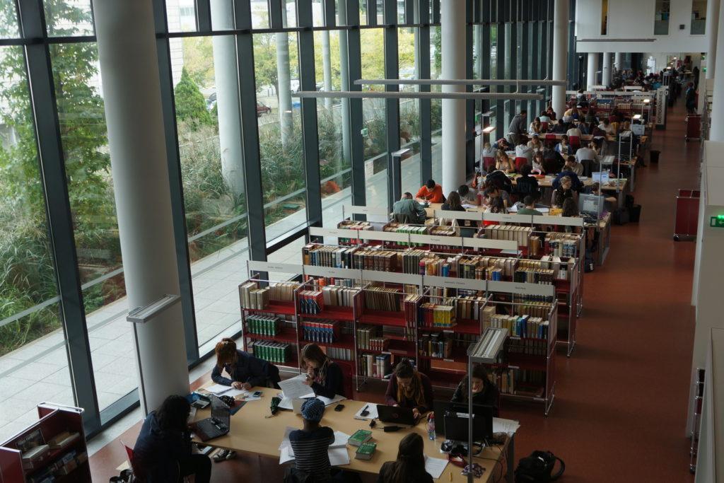La BU de l'Université, à laquelle les étudiants n'ont plus accès depuis des mois
