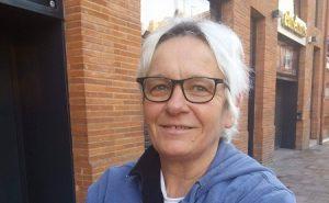 Véronique, 53 ans, hôtesse de caisse, répond aux questions sur les révélations génantes de Rachel Garrido et Alexis Corbière