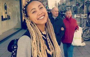 Floriane qui répond à des questions à Toulouse sur le procès d'Abdelkader Merah