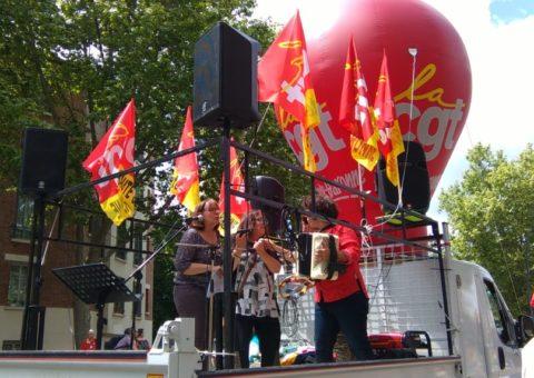 Musiques, slogans et pancartes : ambiance dans la manifestation du 22 mai