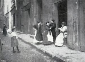 Une rue dans le quartier de la prostitution à Marseille Rodolphe © Archibald Reisse Archibald Reiss