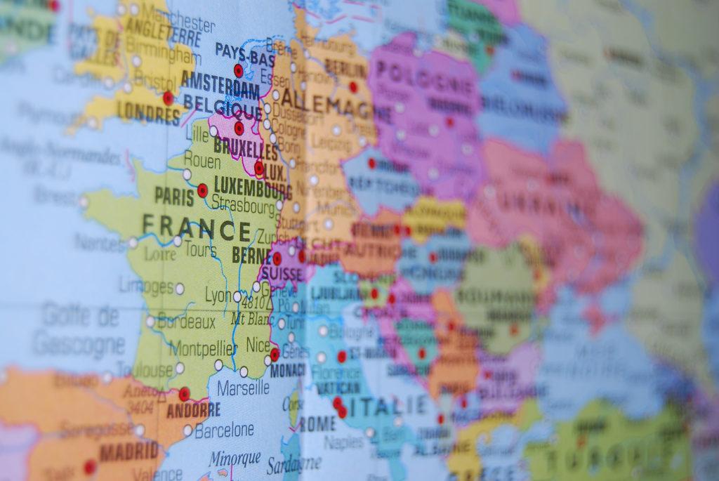 La carte de presse : comment ça marche chez nos voisins européens ?