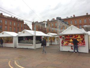 Le marché de Noël à Toulouse vide et morose où personne n'a le coeur à la fête