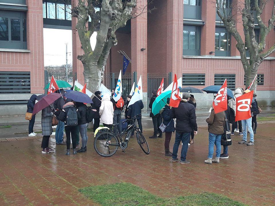 Rassemblement des professeurs devant le rectorat de Toulouse. crédit : Chris Daza
