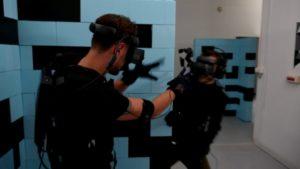 Des joueurs en session de laser game et réalité virtuelle de Bigger Inside.
