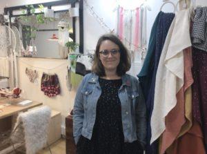 Inès Mericq, dans sa boutique éthique à Toulouse.