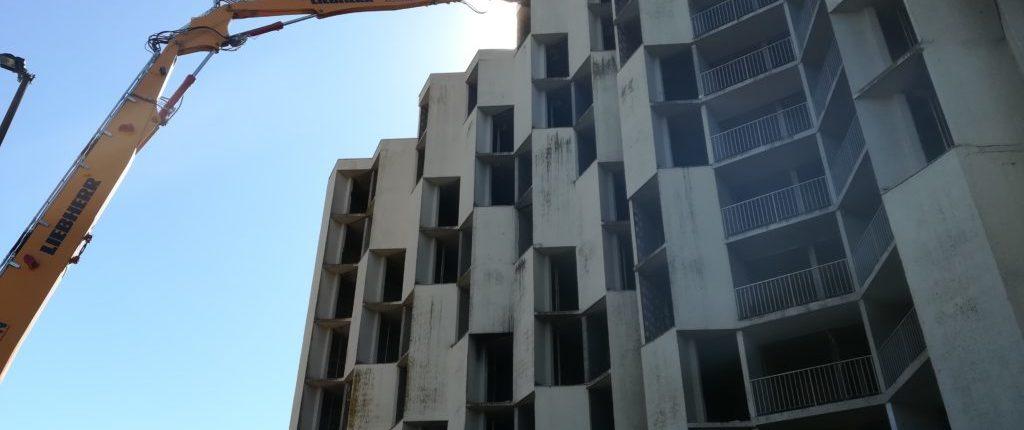 Résidence des Castalides : la démolition de « l'immeuble de la honte » a commencé