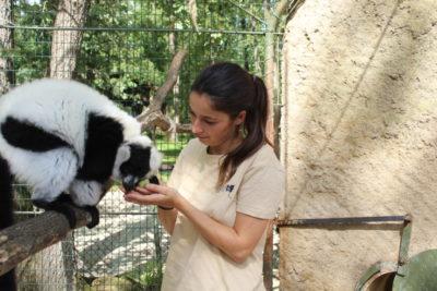 Roxane, soigneuse au secteur des primates
