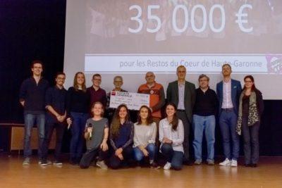 Remise du chèque de 35 000 euros  des Enfoiros