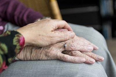 Le vieillissement en bonne santé est le défi de la médecine du futur. (Crédits : Sabinevanerp)  (CC – BY – NC)