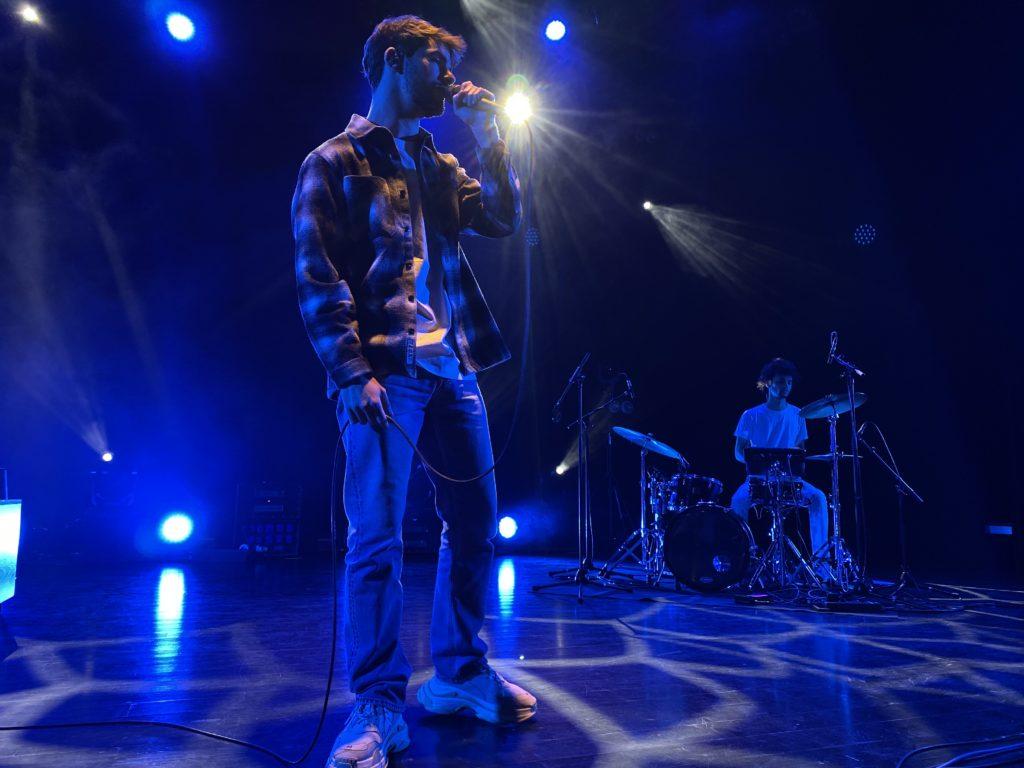 Lonepsi et son batteur sur la scène du Metronum de Toulouse le 15 Février 2020.