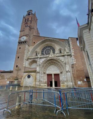 L'entrée de la cathédrale Saint-Etienne à Toulouse.