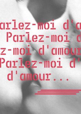 """Photographie de deux personnes s'embrassant avec le thème du concours """"parlez moi d'amour"""" superposé."""