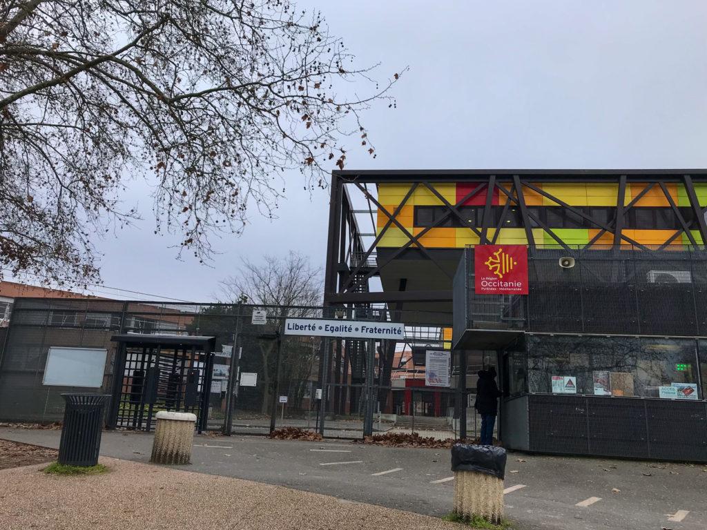 Facade du lycée Stéphane Hessel, situé 44 Chemin Cassaing, 31079 Toulouse.