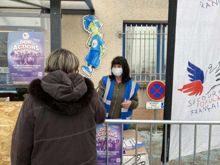 Les bénévoles du Secours Populaire mobilisés pour la campagne du Don'Action devant leur local